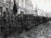 Построение на Первомайский парад. 1 мая 1923 год. Фото на фоне учебного корпуса Саратовского Комвуза. Коммунистический батальон Частей Особого назначения (ЧОН).